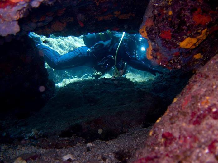 Wyspa Arsida Jaskinie